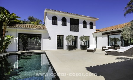 Renovated villa for sale in a Contemporary style, near the beach in Los Monteros, Marbella 2657