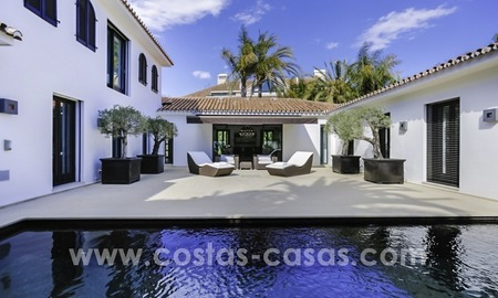 Renovated villa for sale in a Contemporary style, near the beach in Los Monteros, Marbella 2682