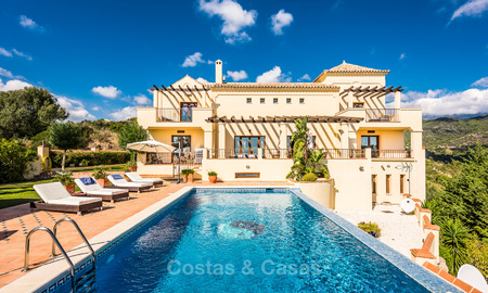 Classical Style Villa for sale with Sea- and Mountain views, located in Exclusive Golf and Country Club in Benahavis, Marbella 3156