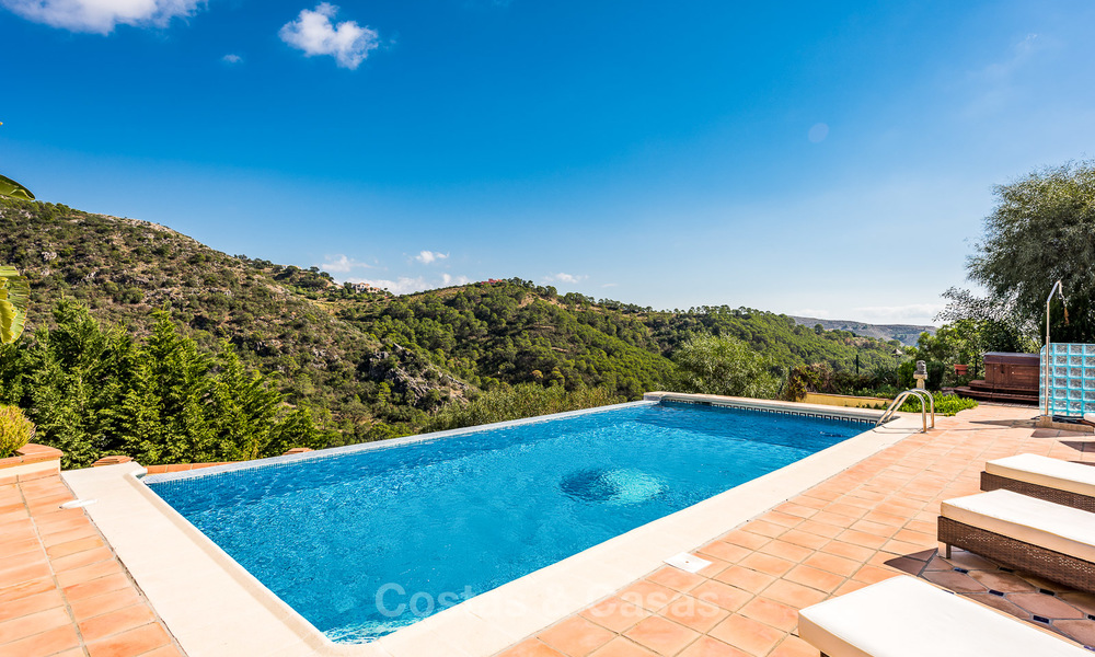 Classical Style Villa for sale with Sea- and Mountain views, located in Exclusive Golf and Country Club in Benahavis, Marbella 3158