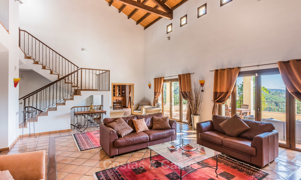 Classical Style Villa for sale with Sea- and Mountain views, located in Exclusive Golf and Country Club in Benahavis, Marbella 3146