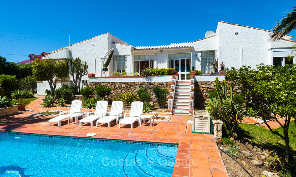 Villa to Be Renovated For Sale in Estepona, Costa del Sol, With Stunning Sea Views and Near The Beach 3190