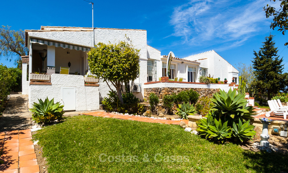 Villa to Be Renovated For Sale in Estepona, Costa del Sol, With Stunning Sea Views and Near The Beach 3194