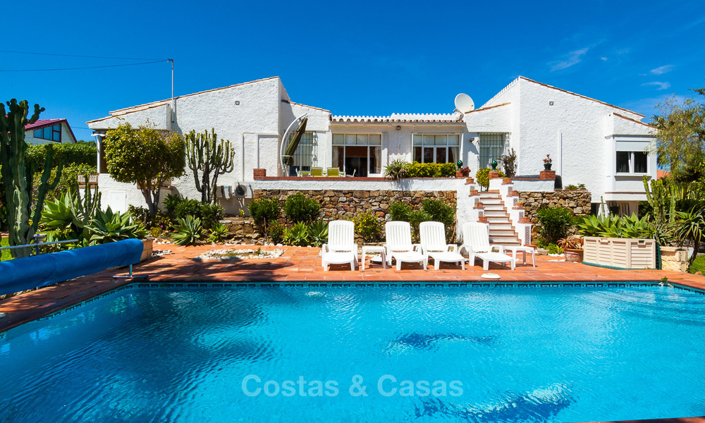 Villa to Be Renovated For Sale in Estepona, Costa del Sol, With Stunning Sea Views and Near The Beach 3195