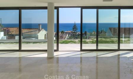 Modern Villa for sale with stunning open Sea Views, 5 minutes' walk to the beach in Estepona 7911