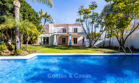Villa for sale within walking distance of the golf course and commercial centre in Guadalmina, Marbella 3232
