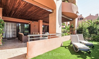 Delightful garden flat for sale in a luxurious, sought after beach front complex, Marbella - Puerto Banus 3407