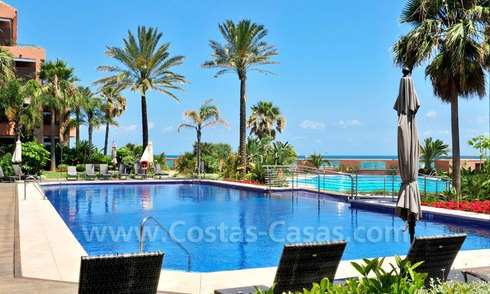 Delightful garden flat for sale in a luxurious, sought after beach front complex, Marbella - Puerto Banus 3422