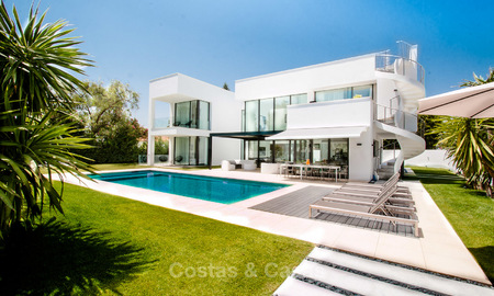 Contemporary, Newly Built Beachside Villa for Sale in Puerto Banus, Marbella 3453