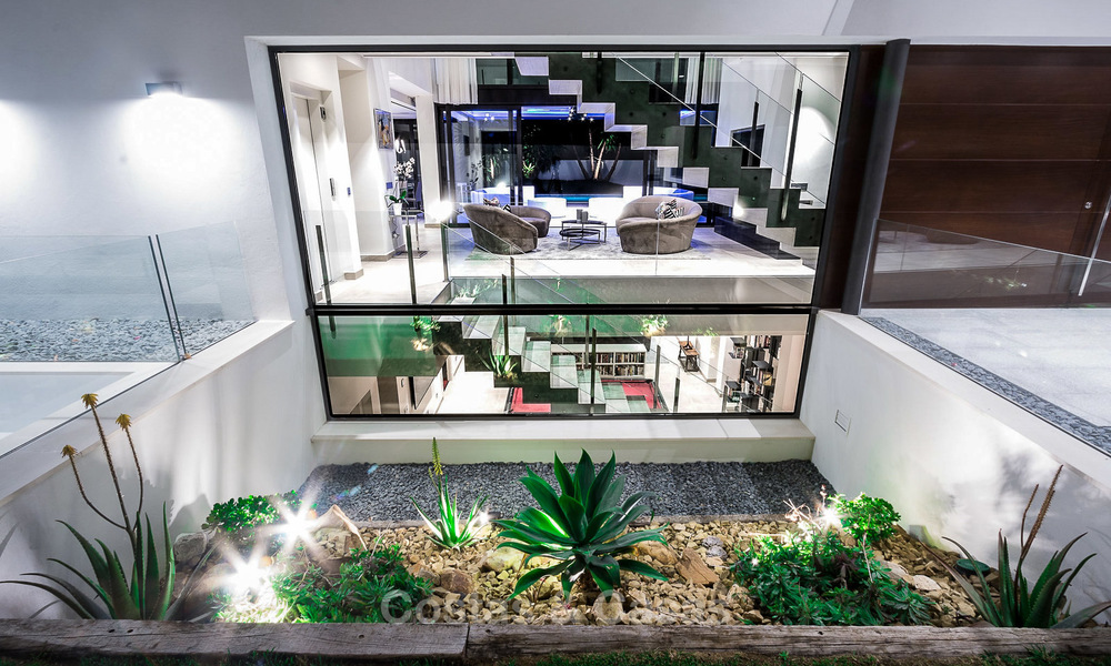 Contemporary, Newly Built Beachside Villa for Sale in Puerto Banus, Marbella 3460