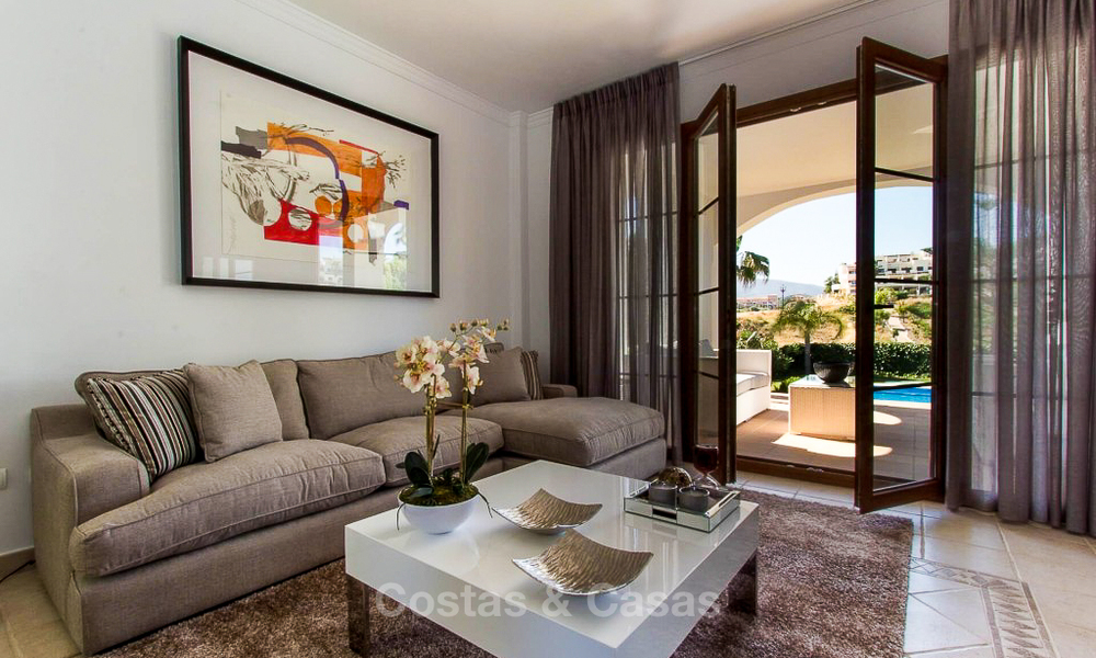 Ready to move in new villa for sale, first line golf in a gated golf resort, New Golden Mile, Marbella - Estepona 3498
