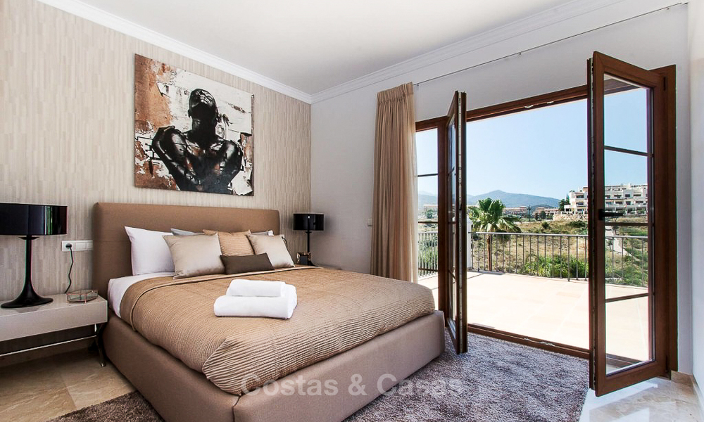 Ready to move in new villa for sale, first line golf in a gated golf resort, New Golden Mile, Marbella - Estepona 3511
