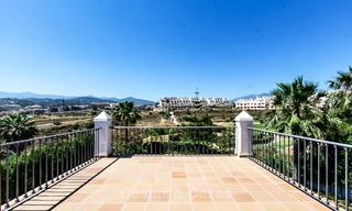 Ready to move in new villa for sale, first line golf in a gated golf resort, New Golden Mile, Marbella - Estepona 3524