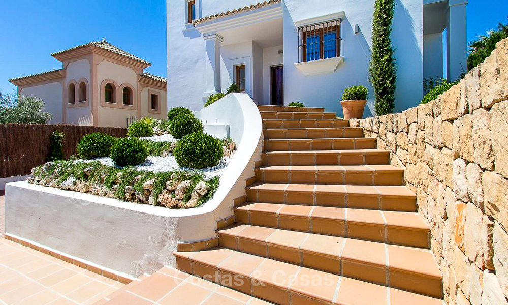 Ready to move in new villa for sale, first line golf in a gated golf resort, New Golden Mile, Marbella - Estepona 3527