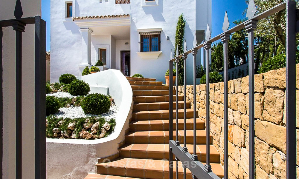 Ready to move in new villa for sale, first line golf in a gated golf resort, New Golden Mile, Marbella - Estepona 3530