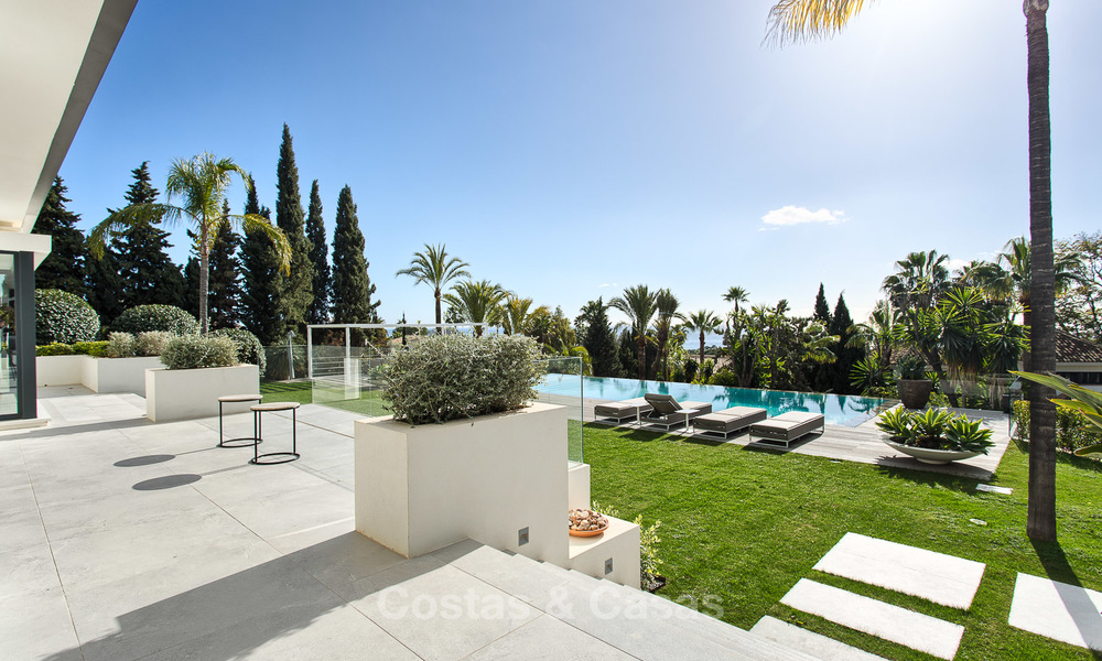 Attractive and spacious renovated luxury villa with majestic sea views for sale, Marbella East 3591