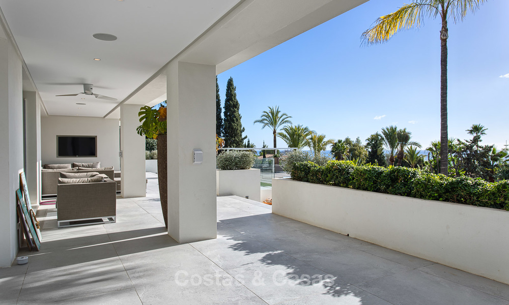 Attractive and spacious renovated luxury villa with majestic sea views for sale, Marbella East 3594