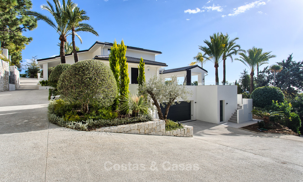 Attractive and spacious renovated luxury villa with majestic sea views for sale, Marbella East 3606