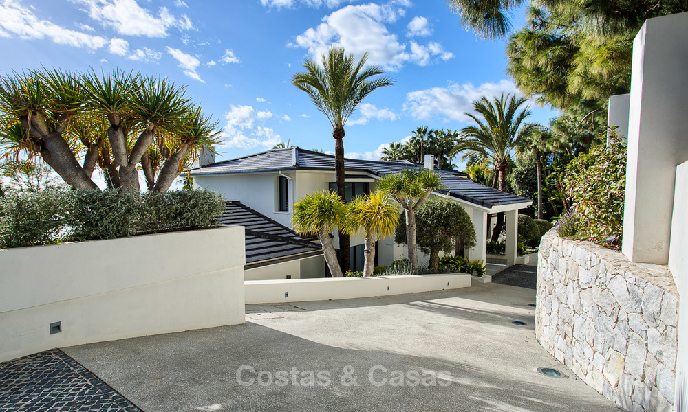 Attractive and spacious renovated luxury villa with majestic sea views for sale, Marbella East 3608