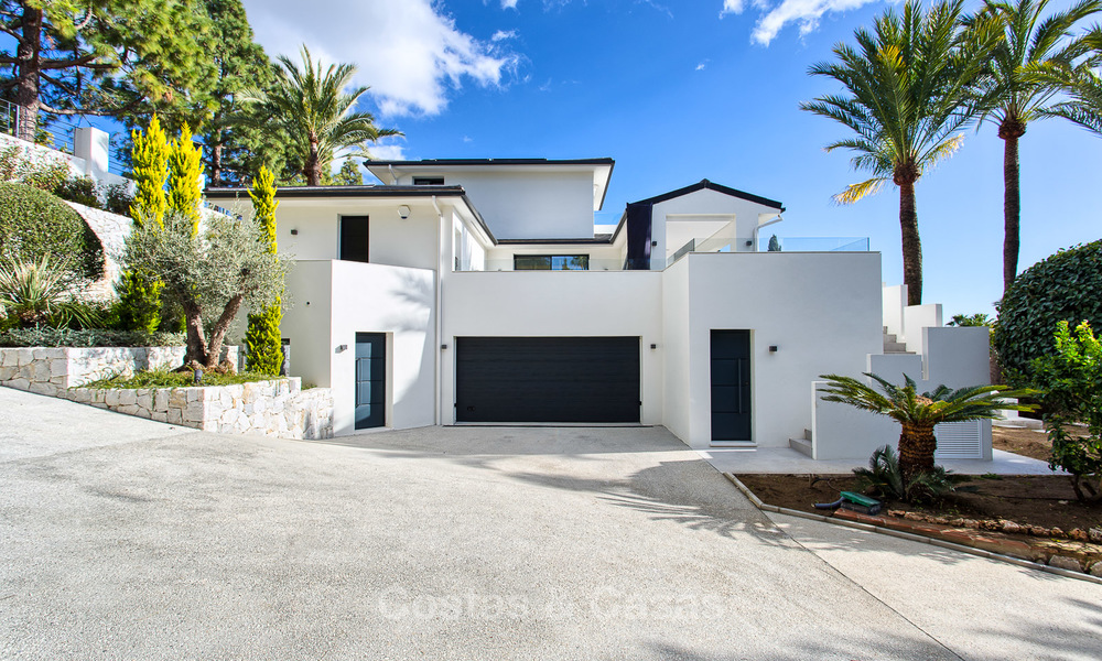Attractive and spacious renovated luxury villa with majestic sea views for sale, Marbella East 3609