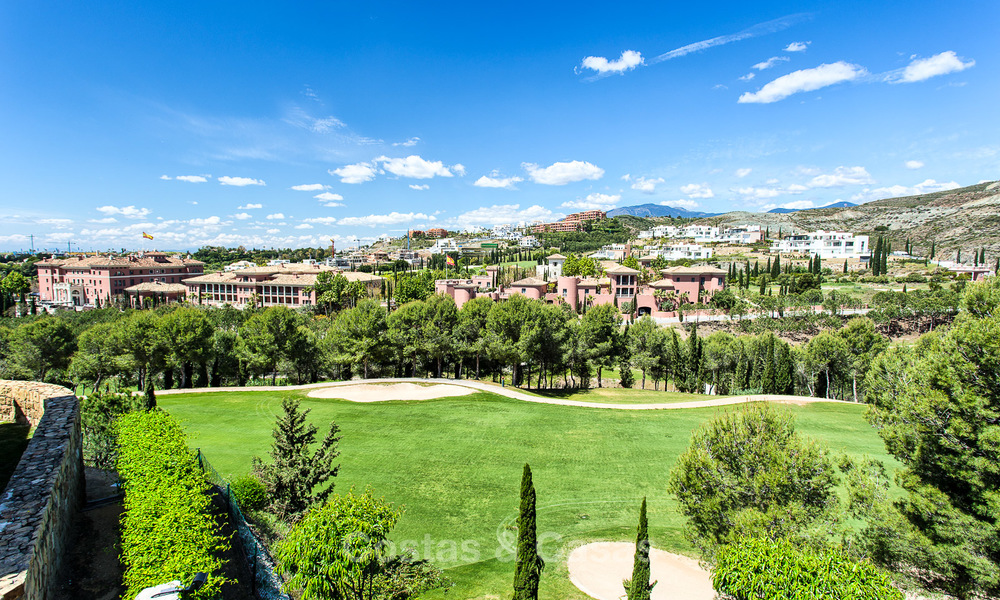 Luxury modern and spacious apartment for sale in a 5 star golf resort on the New Golden Mile in Benahavis - Marbella 3694
