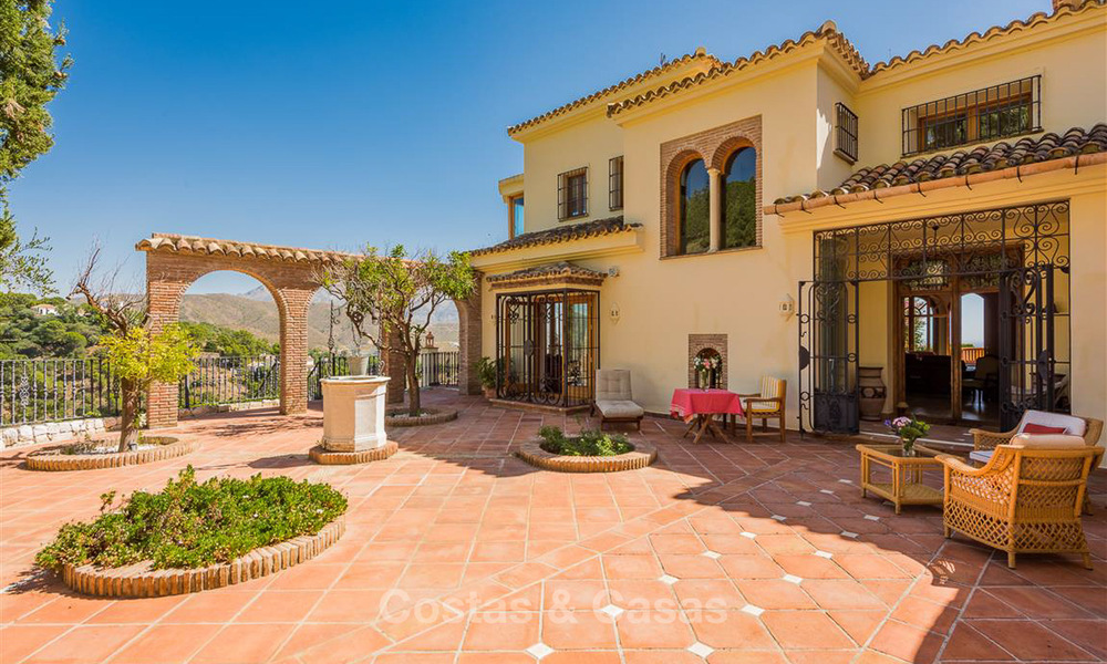Charming and spacious Andalusian style villa for sale in El Madroñal, Benahavis - Marbella 3765