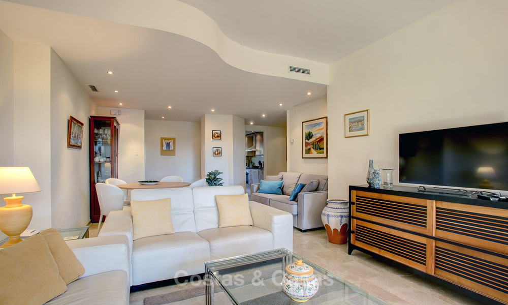 Charming, spacious south-facing luxury apartment for sale in a sought after golf urbanisation, Elviria - Marbella 4097