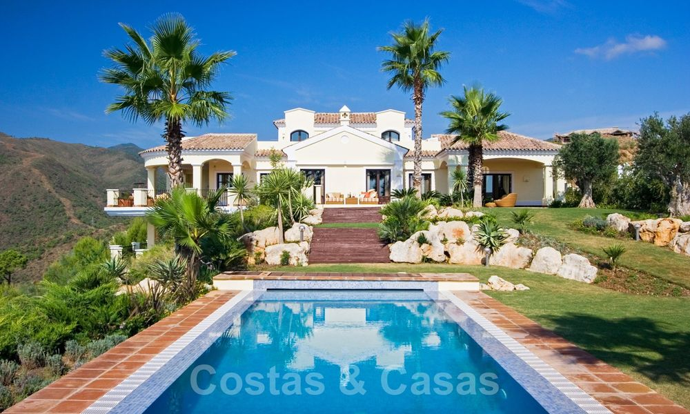 Exclusive villa for sale, in a gated resort, Marbella - Benahavis 22351