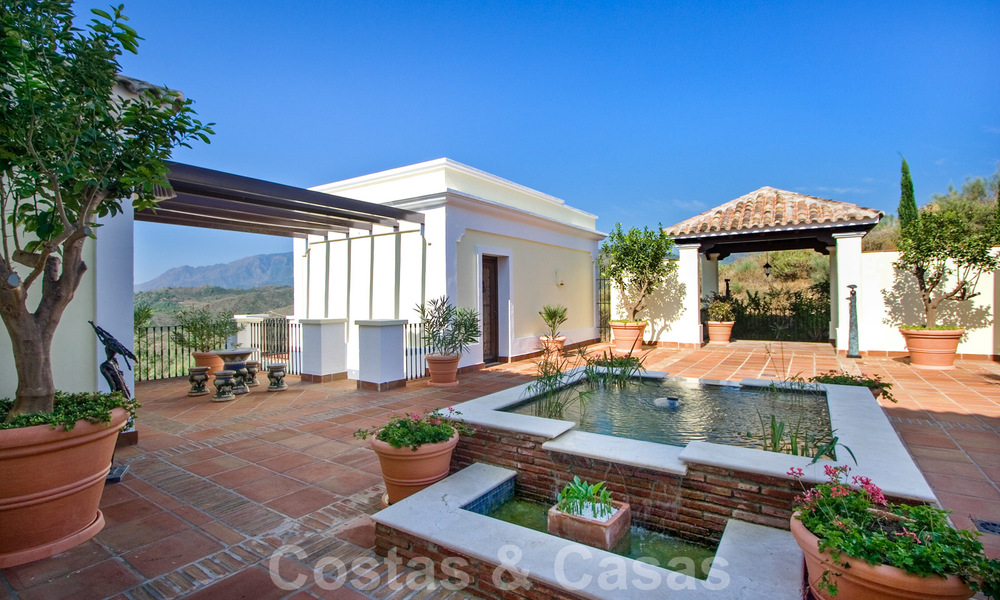 Exclusive villa for sale, in a gated resort, Marbella - Benahavis 22352