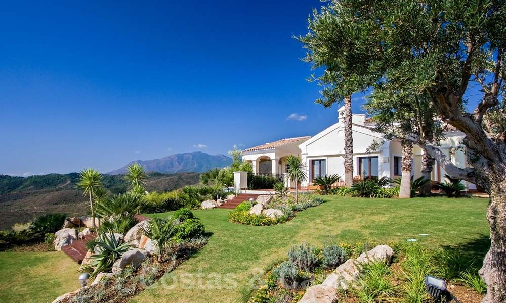Exclusive villa for sale, in a gated resort, Marbella - Benahavis 22354