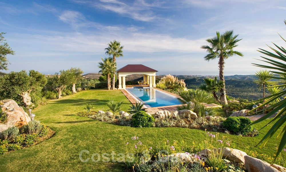 Exclusive villa for sale, in a gated resort, Marbella - Benahavis 22358