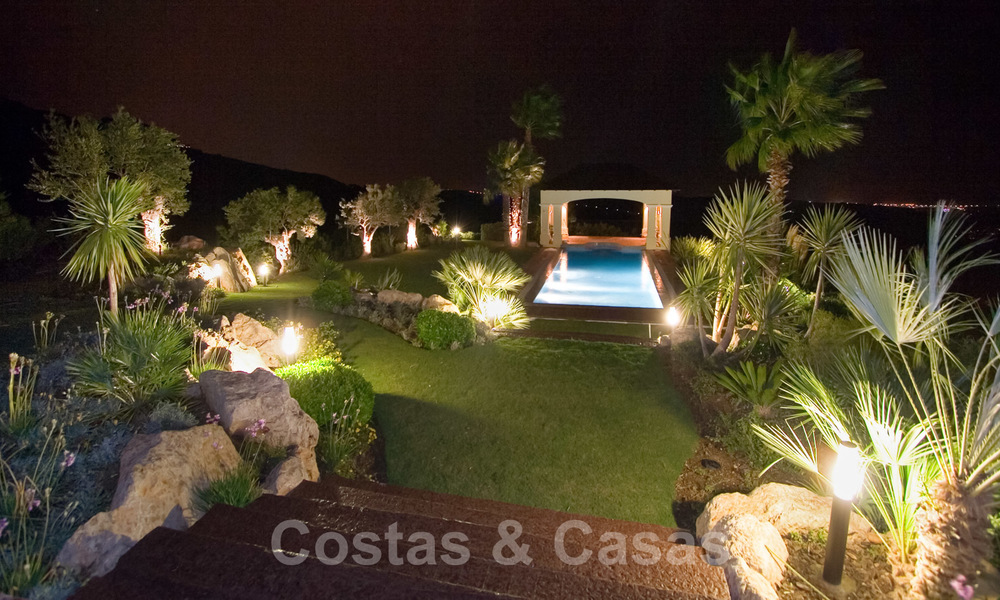 Exclusive villa for sale, in a gated resort, Marbella - Benahavis 22366