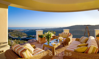 Exclusive villa for sale, in a gated resort, Marbella - Benahavis 22367