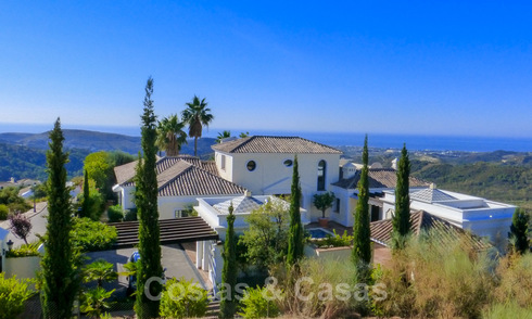 Exclusive villa for sale, in a gated resort, Marbella - Benahavis 22382