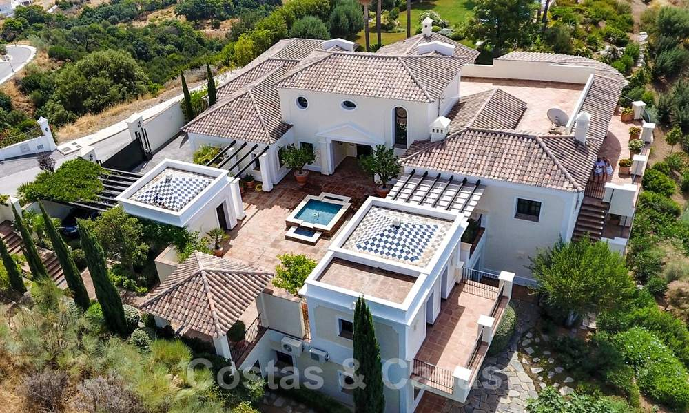 Exclusive villa for sale, in a gated resort, Marbella - Benahavis 22385