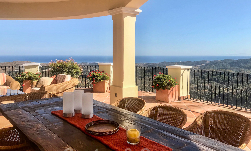 Exclusive villa for sale, in a gated resort, Marbella - Benahavis 22391