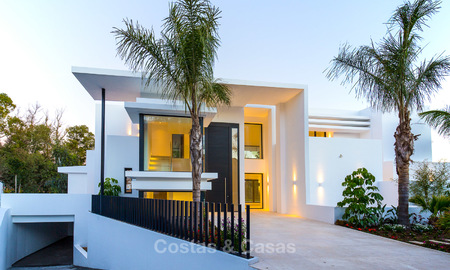 Spacious modern luxury villa for sale near the beach and golf course in Marbella - Estepona 4271