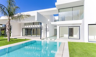 Spacious modern luxury villa for sale near the beach and golf course in Marbella - Estepona 4274