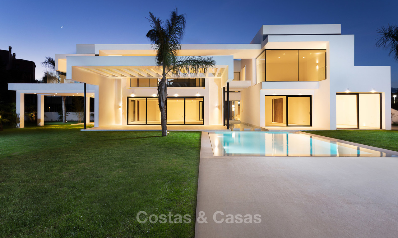 Spacious modern luxury villa for sale near the beach and golf course in Marbella - Estepona 4278