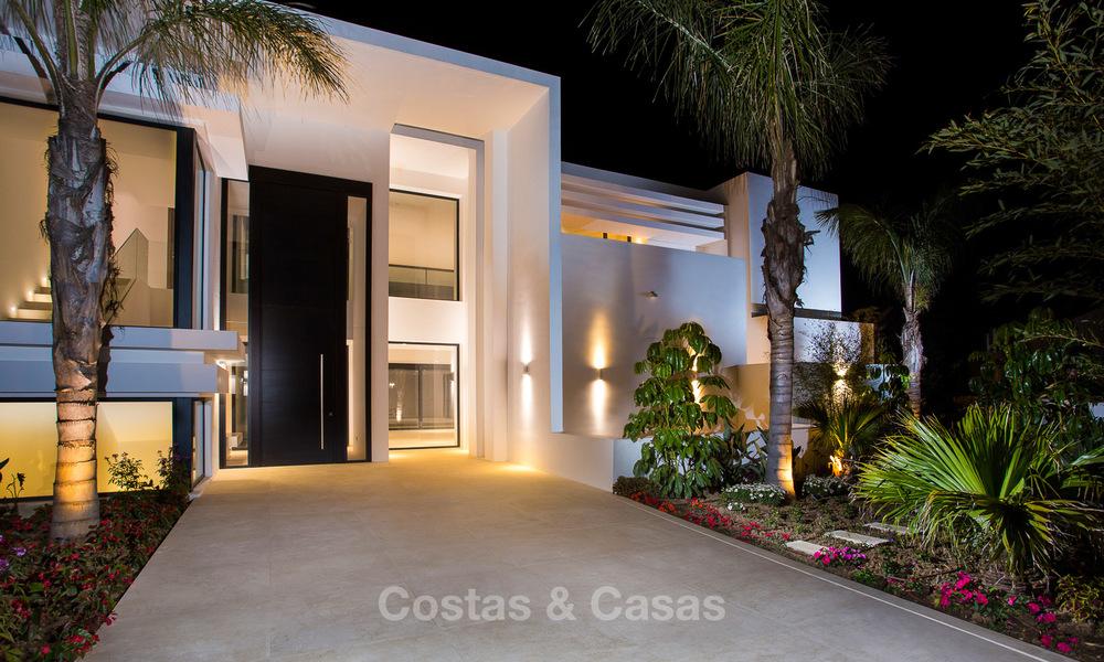 Spacious modern luxury villa for sale near the beach and golf course in Marbella - Estepona 4279