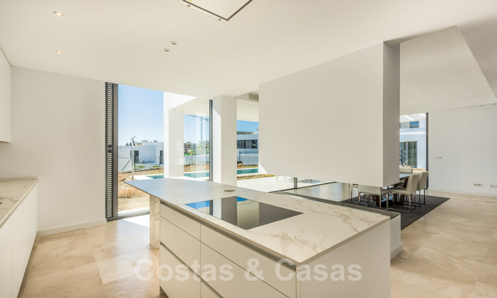 Special offer for the last villa! Key ready! Stunning, spacious, modern luxury villas with sea views for sale in a new complex between Estepona and Marbella 32046