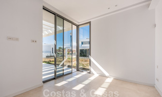Special offer for the last villa! Key ready! Stunning, spacious, modern luxury villas with sea views for sale in a new complex between Estepona and Marbella 32051