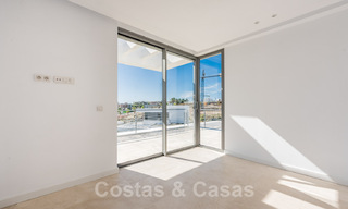 Special offer for the last villa! Key ready! Stunning, spacious, modern luxury villas with sea views for sale in a new complex between Estepona and Marbella 32056