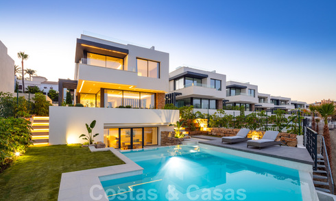 Brand new modern luxury villas for sale in a boutique development on the golf course on the New Golden Mile, Marbella - Estepona. Ready to move in. 32927