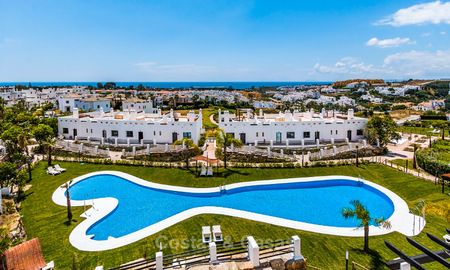 Bargain! Golf apartments and townhouses for sale in a golf resort, between Marbella and Estepona 4466
