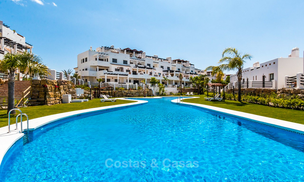 Bargain! Golf apartments and townhouses for sale in a golf resort, between Marbella and Estepona 4467