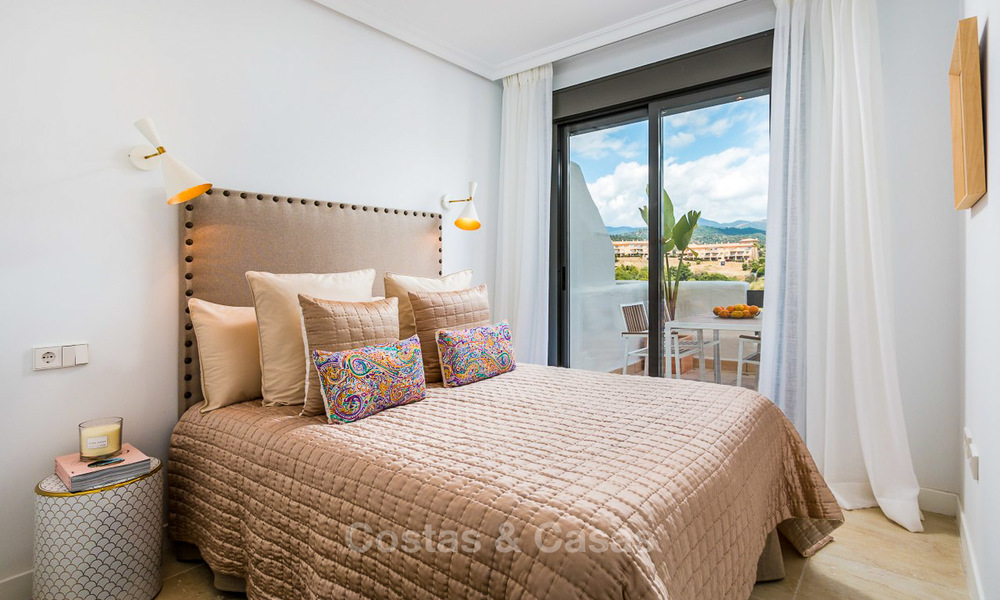 Bargain! Golf apartments and townhouses for sale in a golf resort, between Marbella and Estepona 4478