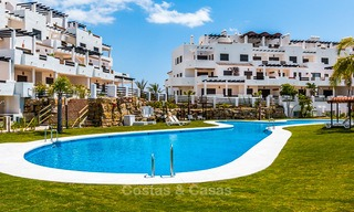 Bargain! Golf apartments and townhouses for sale in a golf resort, between Marbella and Estepona 4491