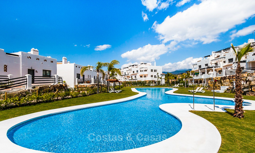 Bargain! Golf apartments and townhouses for sale in a golf resort, between Marbella and Estepona 4492