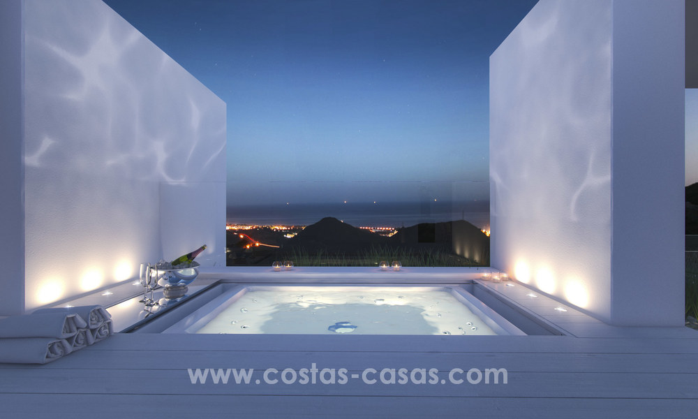 Modern-contemporary luxury apartments with marvellous sea views for sale, short drive to Marbella centre. 4934